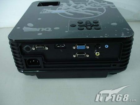 接口方面符合主流办公要求,带有HDMI接口是一大亮点