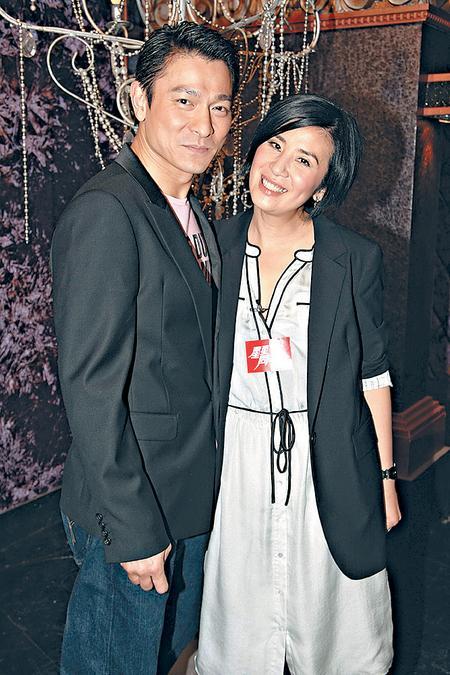 刘德华接受吴君如访问。