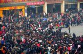 图文:西安火车站迎来元宵节后客流高峰