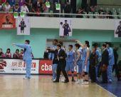 图文:上海男篮1分险胜北京 将士不满判罚