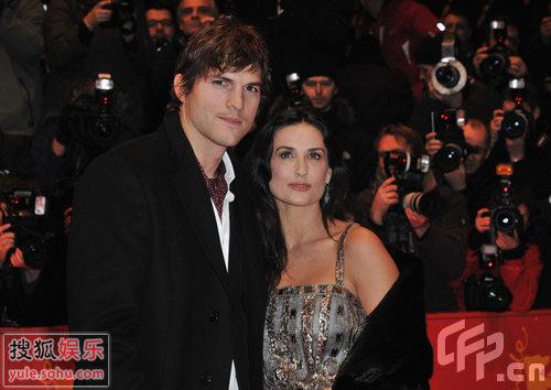 图:黛咪摩尔和老公艾什顿·库切