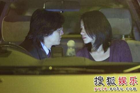 亲密中郑伊健与林嘉欣上演了一段欲罢不能的爱情