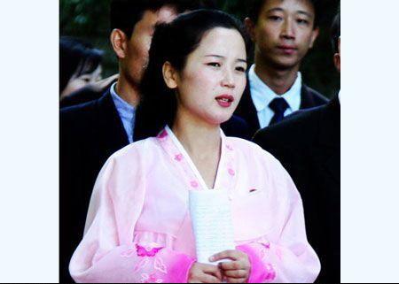 网友实拍朝鲜旅游遇到的惊艳女导游(图)