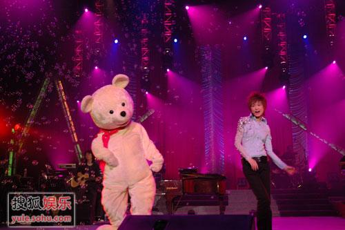 李宇春精彩写真 演唱会回顾与小熊共舞