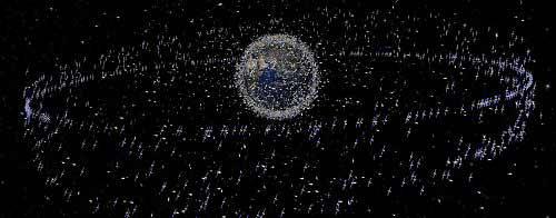 """美俄卫星相撞前所未有地引发了人们对于""""太空垃圾""""潜在危险的关注。目前能探测到的距地表1000公里以内、10公分以上大小的太空垃圾约有1.8万个,10公分以下的更多达10万个以上。 IC图"""