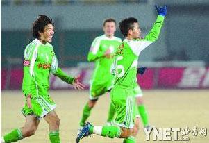 杜文辉(左)、黄博文渐成国安核心