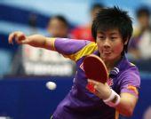 图文:科威特赛丁宁女单夺冠 比赛中回球