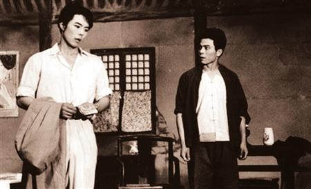 张铁林(左)演话剧