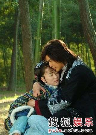 霍思燕和钟汉良在《玫瑰江湖》中相拥缠绵