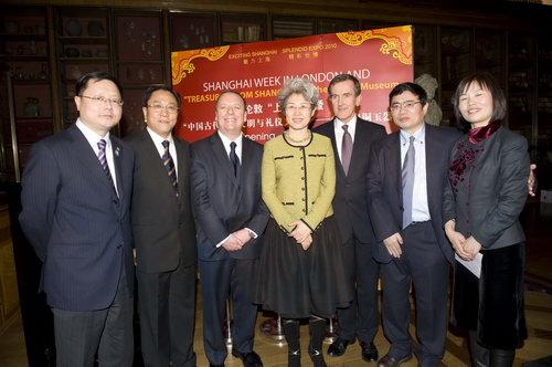 中英领导揭幕青铜器玉器展2 Hayley Madden