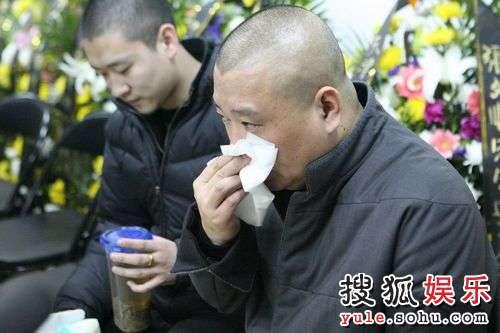 图:郭德纲赴灵堂悼念张文顺-送故人潸然泪下