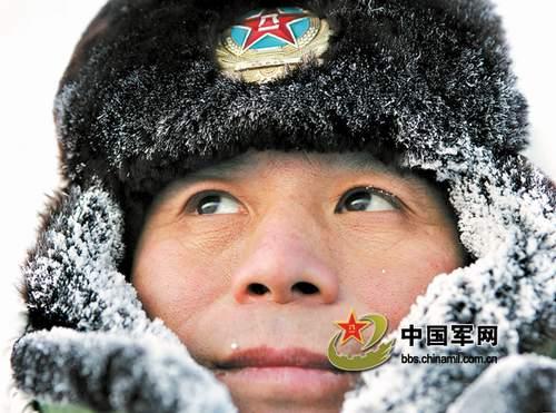 """有一位戍边20载的边防团政委,名叫王振兴,他像一棵""""界桩"""",根植于边防。"""