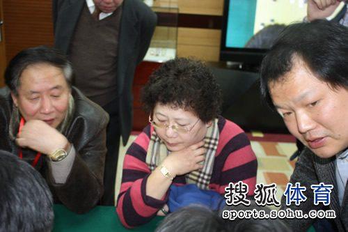 常昊的母亲关注棋局
