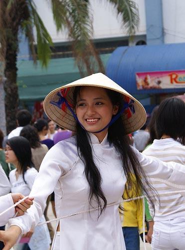 街头的越南姑娘