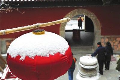 西山八大处迎来大雪。本报记者范继文摄