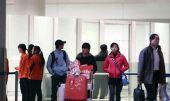 组图:田亮夫妇低调返京 度假归来机场甜蜜恩爱