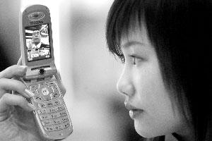 3G可视手机让人欢喜让人忧。本报记者 丁开 摄