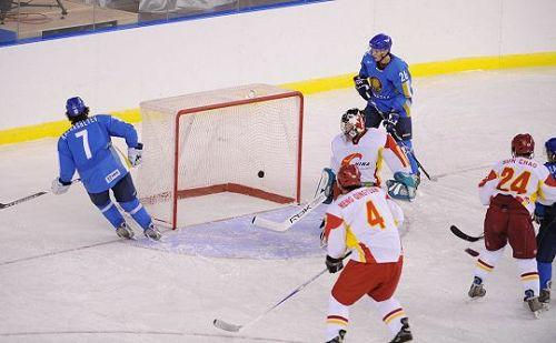 男冰中国VS哈萨克斯坦 双方在比赛中