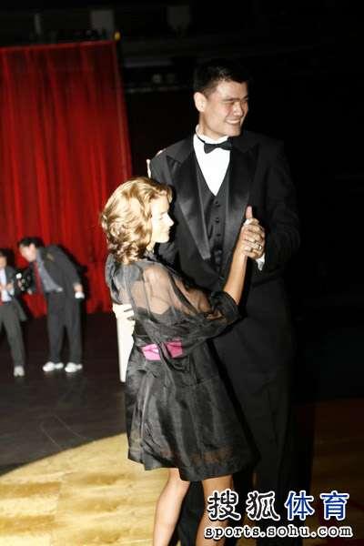 姚明与巴里妻子合舞