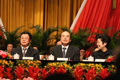 王伟(中)当选为北京市政协副主席