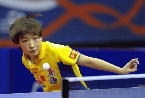 图文:卡塔尔赛刘诗雯进女单半决赛 摆开架势-搜