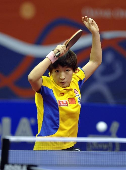 图文:卡塔尔赛刘诗雯进女单半决赛 发力回球