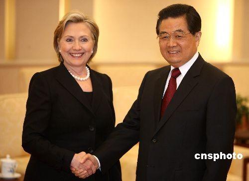 2月21日下午,中国国家主席胡锦涛在北京人民大会堂会见美国新任国务卿希拉里·克林顿。 中新社发 任晨鸣 摄