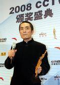 图文:体坛风云人物颁奖盛典 张艺谋接受采访