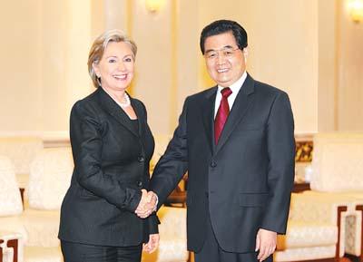 2月21日,国家主席胡锦涛在北京人民大会堂会见美国国务卿希拉里·克林顿。 新华社记者 姚大伟摄