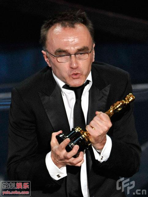 图:丹尼-保尔获得最佳导演奖 发表获奖感言