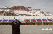 中国各地藏区迎接藏历新年 喜庆气氛日渐浓厚