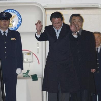 昨天,日本首相麻生太郎启程前往美国访问。麻生目前支持率低迷,面临民主党沉重压力。IC 图