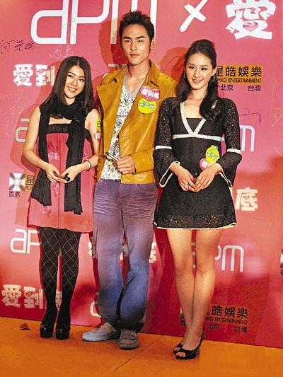 小天(中)与叶安婷(左)、曾恺玹(右)到场。
