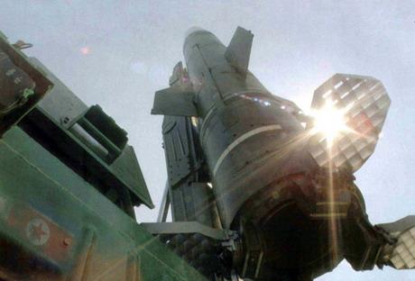 朝鲜研制的KN-2型弹道导弹(资料图)
