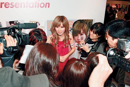 傅颖被记者问及陈冠希的消息时突然一脸严肃