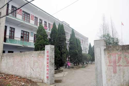 女教师生前工作的学校