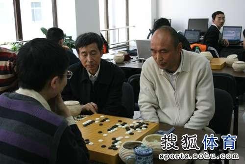 图文:LG杯古力激战李世石 王汝南和刘晓光研讨