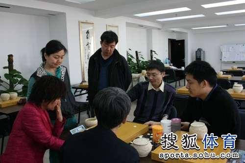图文:LG杯古力激战李世石 训练室研讨人气渐高