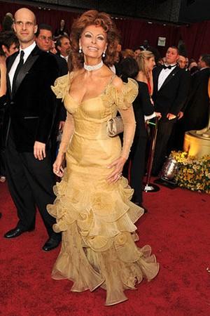 索菲亚罗兰的Armani Prive礼服