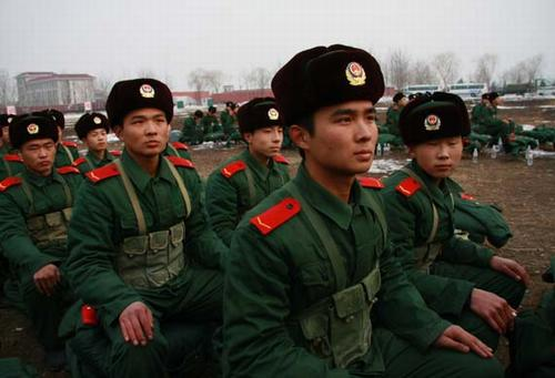 武警北京某部09年新兵打响军旅生涯第一枪图片