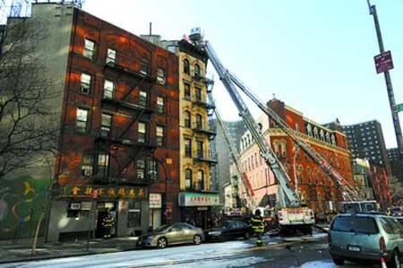 消防车辆在火灾现场实施灭火救援工作