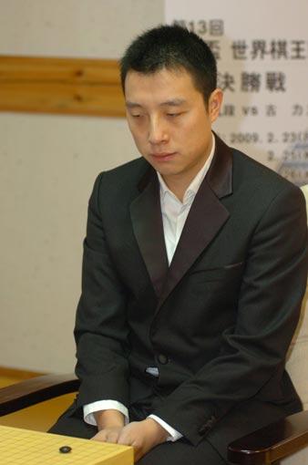 图文:古力胜李世石夺LG杯冠军 古力成竹在胸