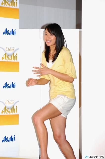 图文:日本沙排美女浅尾最新写真 秀腿完美诱人