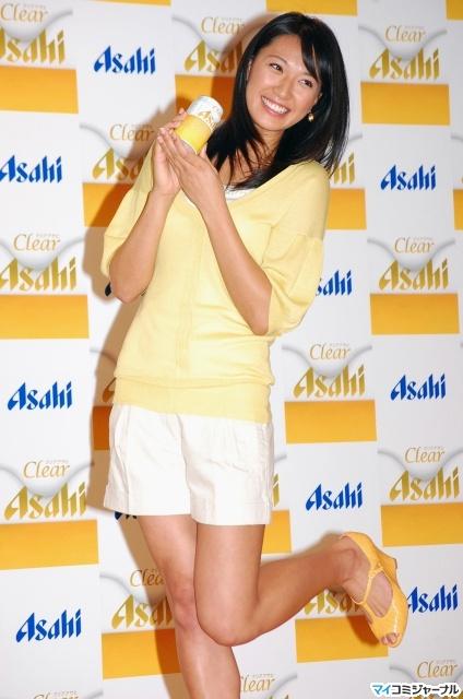 图文:日本沙排美女浅尾最新写真 动作很可爱