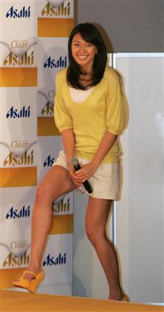 图文:日本沙排美女浅尾最新写真 浅尾有点害羞