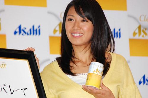 图文:日本沙排美女浅尾最新写真 笑容也美丽