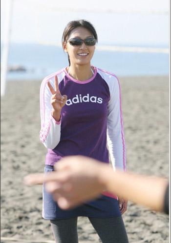 图文:日本沙排美女浅尾最新写真 酷酷的浅尾