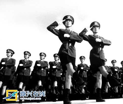 1999年国庆50周年大阅兵中的女兵方阵。