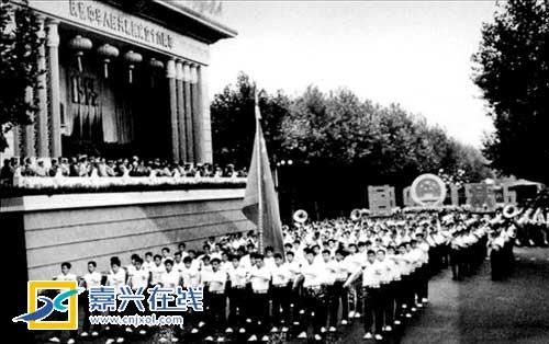 上世纪60年代的国庆游行队伍。