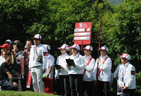 世界杯赛场随处可见会员志愿者的身影